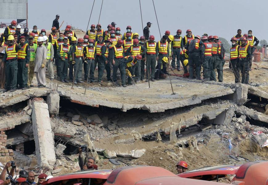 3 Killed in Building Collapse in Pakistan