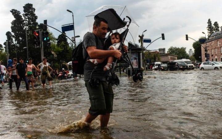 Deadly Freak Storm Hits Istanbul