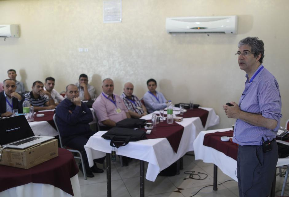 David Nott Trains Gaza Doctors to Deal with War Injuries