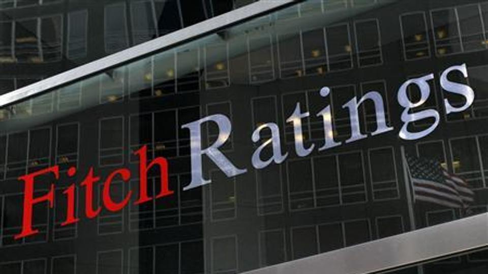 Fitch Downgrades Qatar's Rating, Expects Slowdown in Growth