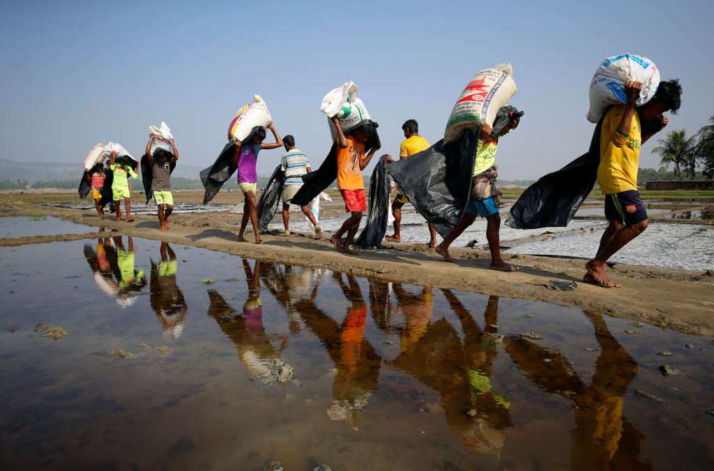 Over 500 Persecuted Rohingya Muslims Escape into Bangladesh