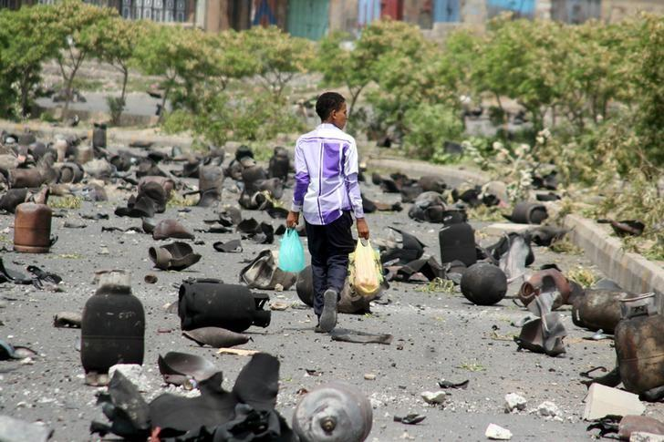 Yemen Coupists Bomb Village in Taiz, Displace Civilians