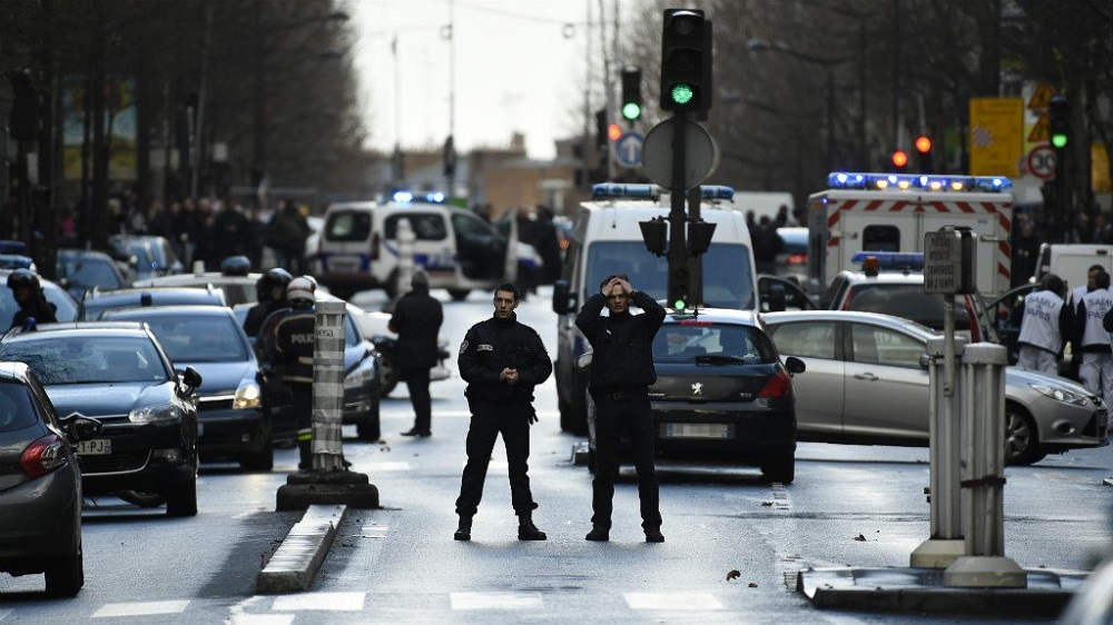 Five Questioned over Failed Bomb in Paris Neighborhood