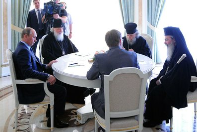 With Patriarch Kirill of Moscow and All Russia (second from the left) and Patriarch Theophilos III of Jerusalem and All Palestine (far right).