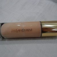Yves Saint Laurent Le Teint Touche Eclat Illuminating Foundation SPF19