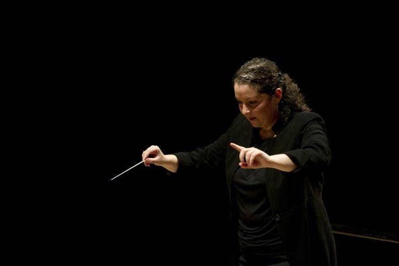 Zahia-Ziouani, Cheffe d'orchestre, Directrice Musicale de l'orchestre symphonique Divertiemento
