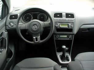 800px-VW_Polo_V_1.2_Comfortline_Pepper_Grey_Interieur
