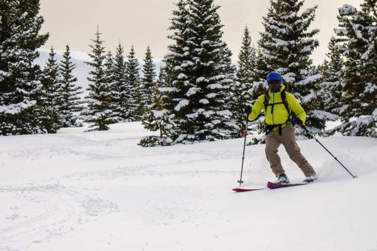 Even Green split skiing