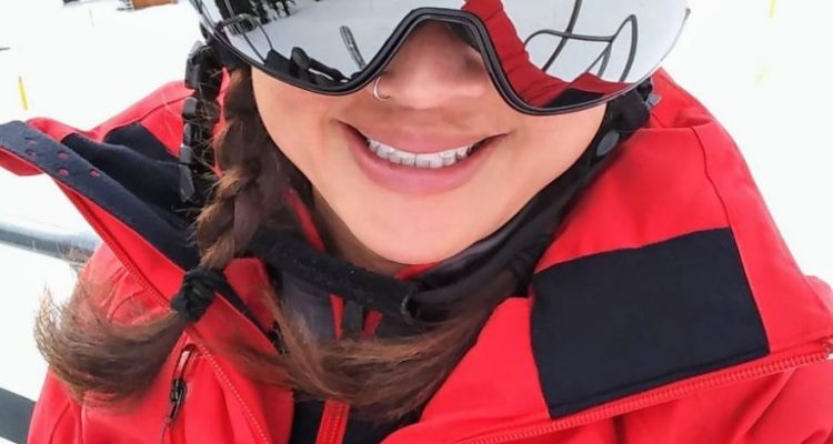Obermeyer Jette Jacket: A Minimalist Ski Jacket with Maximum Details 1