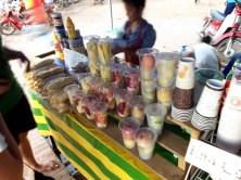Eine besonders leckere Erfrischung sind die fruitshakes, wie hier in Luang Prabang. Man kann sich das Obst und Gemüse auswählen, dass in den shake soll und bekommt dann die volle Vitaminbombe. Absolut empfehlenswert!