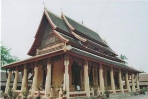 Wat Ho Pha Keo in Vientiane: Im 16. Jahrhundert erbaut, mehrmals beschädigt und in den 1930-er Jahren wieder renoviert gilt er als einer der schönsten, da ursprünglichsten Tempel in Laos