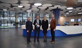 Prof. Ulrich Müller (OTH), Lars Engel (AfC), Lisa Wandhoff (OTH) und Johannes Zeck (AfC) v. links n. rechts
