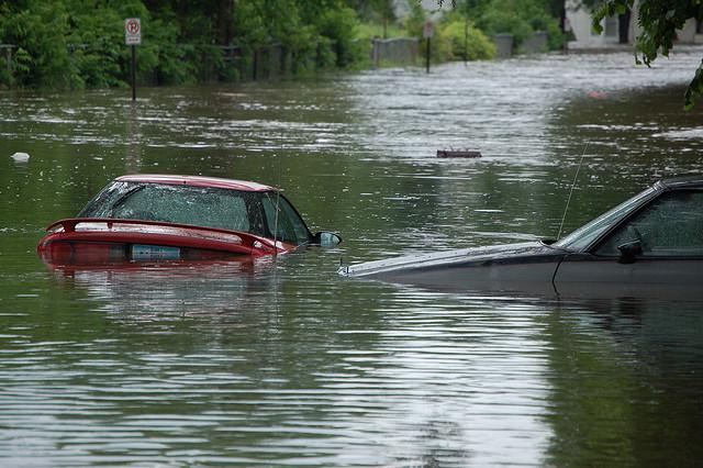 carro-enchente-blog-da-engenharia