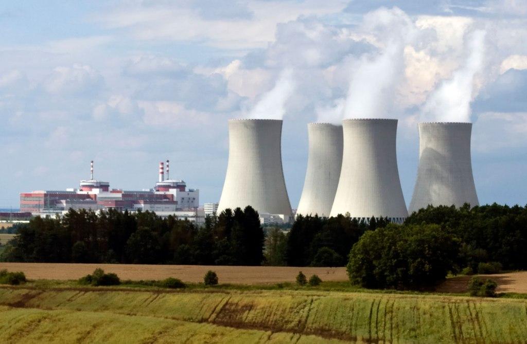 imagem de usina nuclear