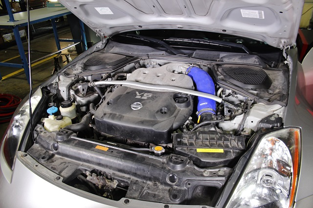 Mishimoto silicone 350Z induction hose installed