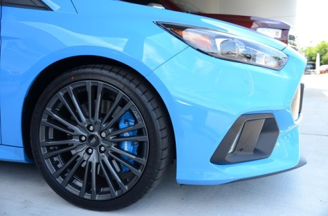 Focus RS showcasing its matching Brembo brakes