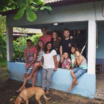 La Choza Chula Team (Alex, Maggie, Ben, David, Luna y Sonal) with local children.
