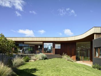 Image 1 of 18 from gallery of 13th Beach Courtyard House _ Auhaus Architecture. Photograph by Derek Swalwell