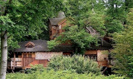 10 amazing Treehouses _ Page 6 _ CBS News _ The Alnwick Garden Treehouse