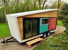 A small wooden house on wheels 2 (1)