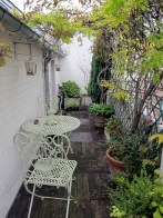 Beautiful small space garden in Paris.