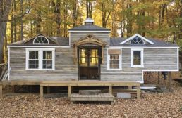 Carriage house style tiny house on wheels. Love. (1)