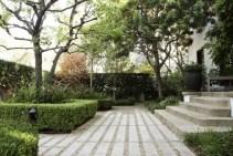 cast-conrete-pacers-hancock-park-la-garden-gardenista-733x489-1
