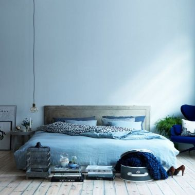 blue-monochrome-bedroom-nk-stil-magazine-spring-2013-bu-swedish-interior0-stylist-anna-marselius-photographer-karl-andersson