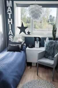 inspiring-teen-bedroom-ideas-boys-pillows-chair