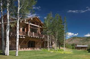 A-beautiful-ranch-remodel-in-the-Rocky-Mountains-exterior