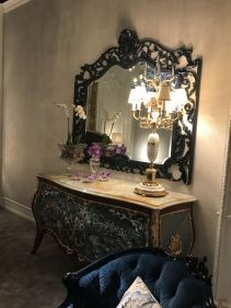 Baroque-style-mirror-with-blue-accents