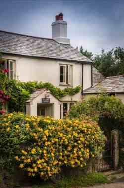 Charming-English-cottage-offers-a-fairytale-getaway