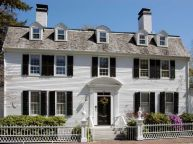 Colonial-home-style-with-white-facade