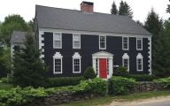 Colonial-home-with-bold-front-door