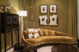 Decorated-the-wall-behind-the-daybed-with-frames
