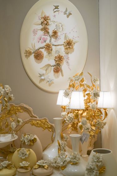 Decorating-with-porcelain-baroque-style