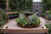 Gravel-area-for-backyard
