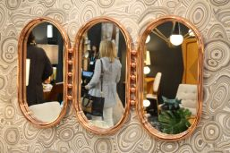 Hang-a-mirror-for-walls
