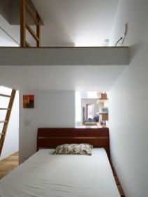 Loft-bedroom-design-with-simple-accessories