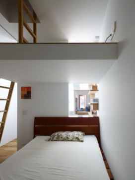 Loft-bedroom-design-with-simple-accessories