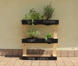 Make-Pallet-Herb-Garden