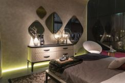 Master-bedroom-decor-with-mirrors-for-decor