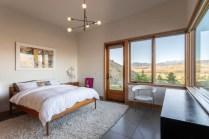 Midcentury-modern-cabin-design-bedroom