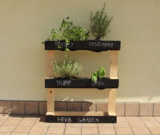 Pallet-turned-into-a-herb