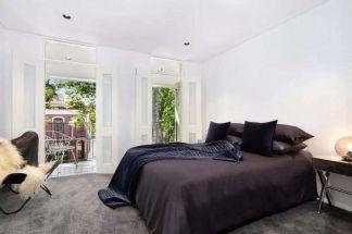 Simple-and-minimalist-bedroom-decor