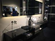 Sleek-bathroom-decor-with-glass-basin