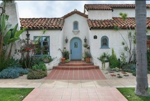 Spanish-history-house-with-blue-door