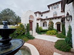 Spanish-house-with-water-fountain