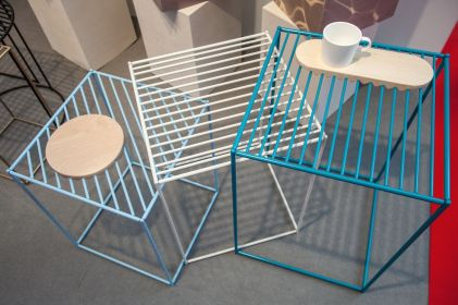 Studio-wire-table-in-white-and-blue