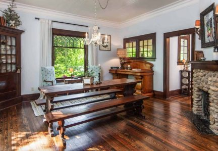 Victorian-farmhouse-in-Georgia-dining-bench